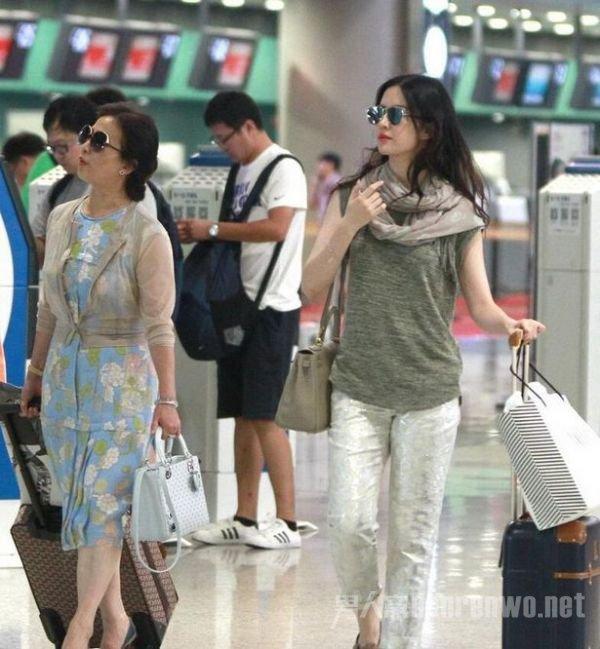 刘亦菲的妈妈近照 网曝刘亦菲和她的 妈妈 被同一个