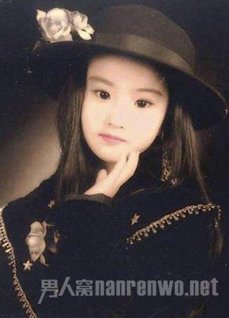 刘亦菲小时候