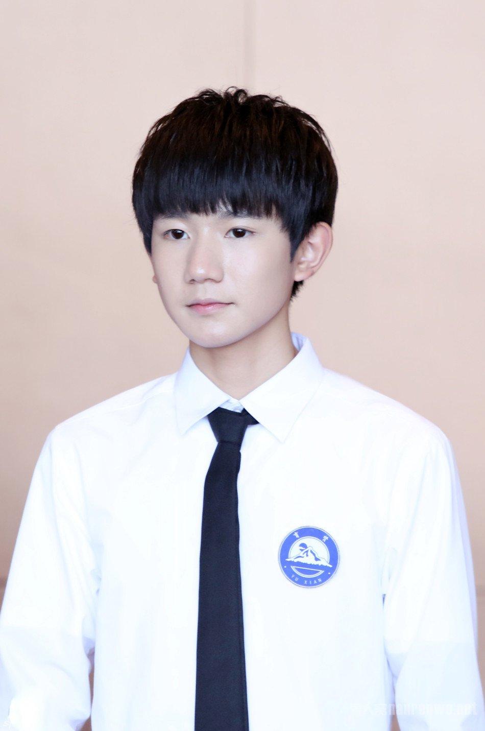 王俊凯厦门拍戏遭粉丝求婚 尴尬回应:我还小呢