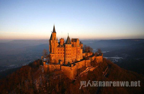 高唐信息港 资讯中心 明星八卦       霍亨索伦城堡位于德国南部名城